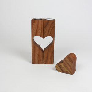 Holzdekoration aus Ulmenholz Herzdeko